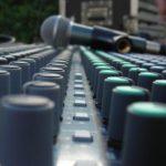 """""""Metti la radio in valigia"""": il progetto di Amisnet per uno studio radiofonico itinerante"""