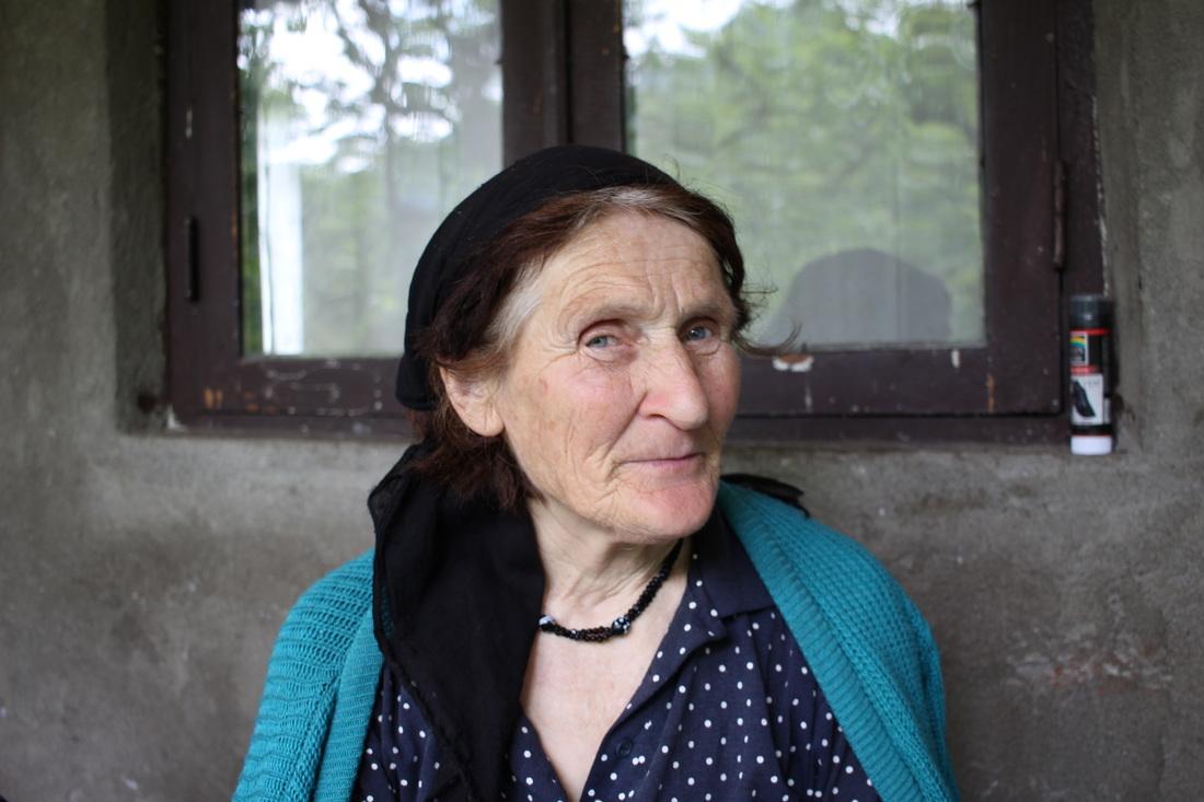 La nonna di Dachi, sempre molto sorridente
