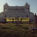 """""""L'Italia non si trivella"""": Greenpeace in azione a Roma"""