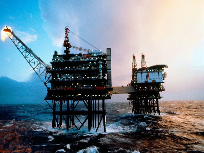 Oil-platforms-in-the-Bren-009