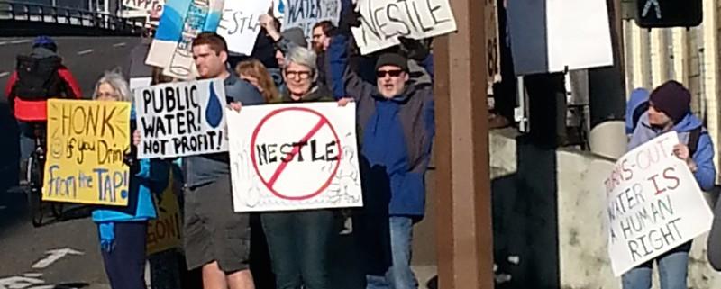 A Cascade Locks la Nestlé aveva in progetto di accaparrarsi 500 milioni di litri d'acqua all'anno dal fiume locale
