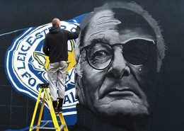 Il Leicester City, allenato da Claudio Ranieri, ha vinto la Premier League