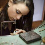Giovane, laureata e artigiana: vecchi mestieri per nuove scelte di vita