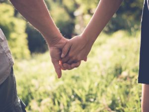 ThinkstockPhotos-couple-holding-hands
