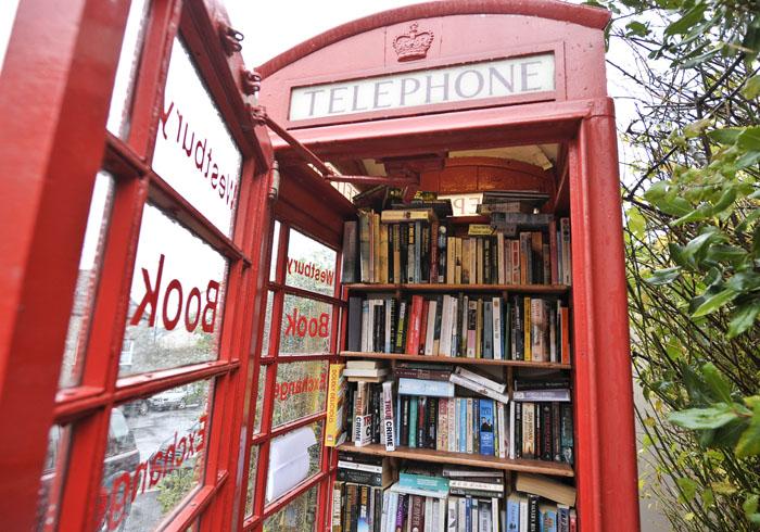 Bookcrossing lo scambio di libri fa il giro del mondo for Cabina telefonica inglese arredamento