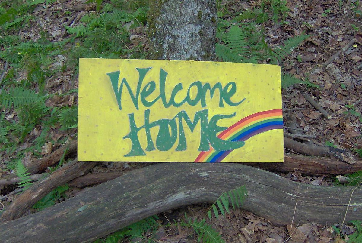 1200px-Rainbow_Gathering_welcome_home
