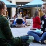 Eye contact: cosa succede se guardi negli occhi un estraneo?