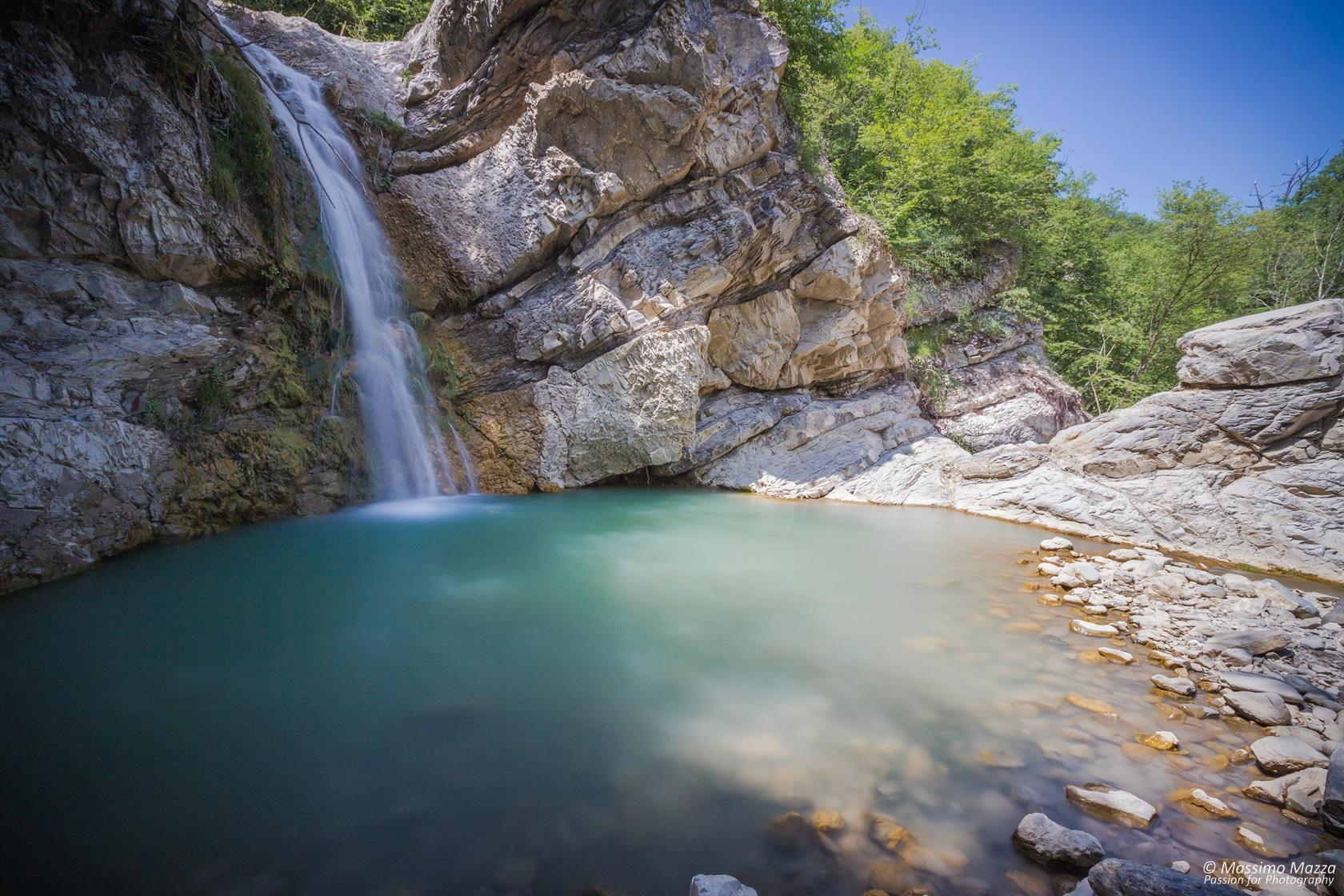 Le cascate del Perino, a 15 minuti di cammino dall'ecovillaggio