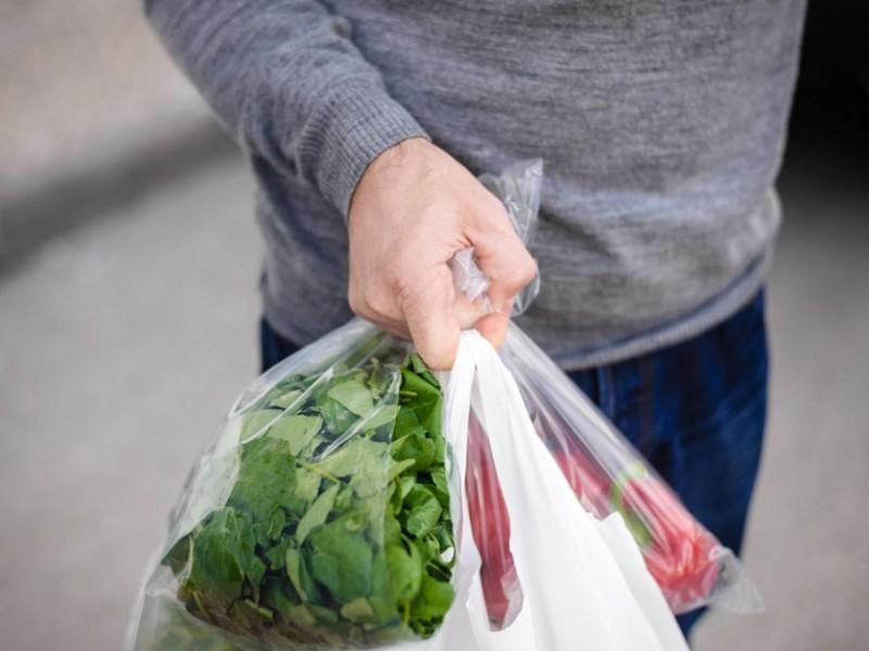 Sacchetti biodegradabili, cosa dice la normativa: ecco perché ora si pagano