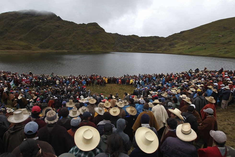 La popolazione della regione di Cajamarca, in Perù, protesta contro lo sfruttamento minerario