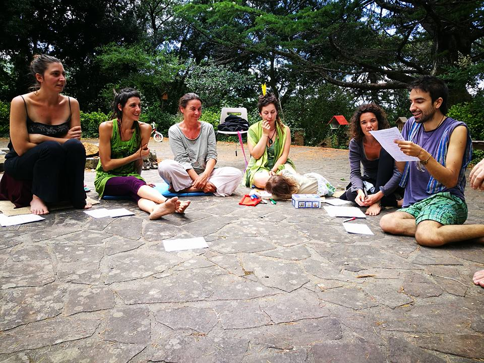 Una riunione organizzativa dei Piumani