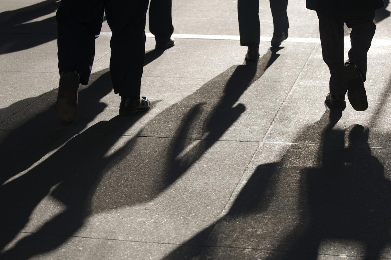 1280_Business-People-Walking-Shadow