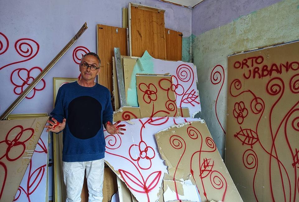 Arte In-Stabile, Opera Viva, Orto urbano in casa disabitata, Via Cuneo 5 Bis (Torino). Foto tratta dalla pagina Facebook di Alessandro Bulgini