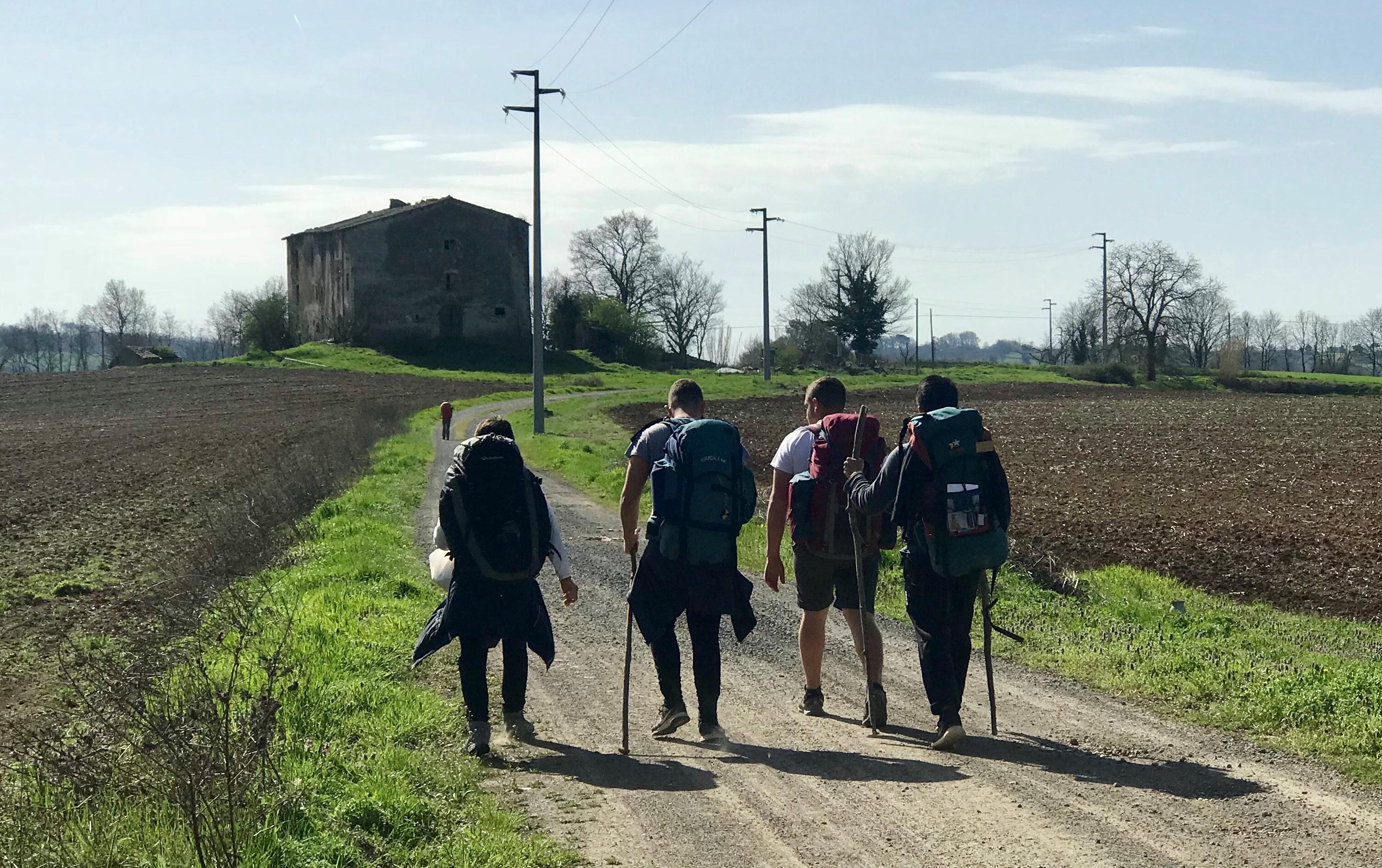 Gli studenti dell'Istituto Faraday in cammino lungo la via Francigena