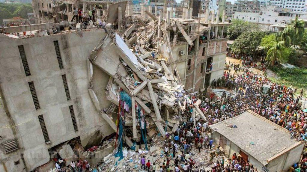 La tragedia di Rana Plaza, edificio commerciale di otto piani a Savar, un sub-distretto nella Grande Area di Dacca, capitale del Bangladesh