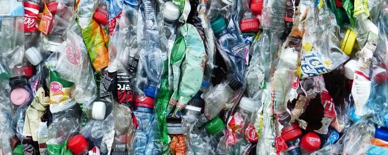 plastic-bottles-115071_960_720