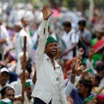 Suicidi e proteste: il dramma dei contadini indiani