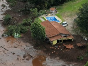 645x344-9-bodies-recovered-300-still-missing-in-brazil-dam-disaster-1548507814985