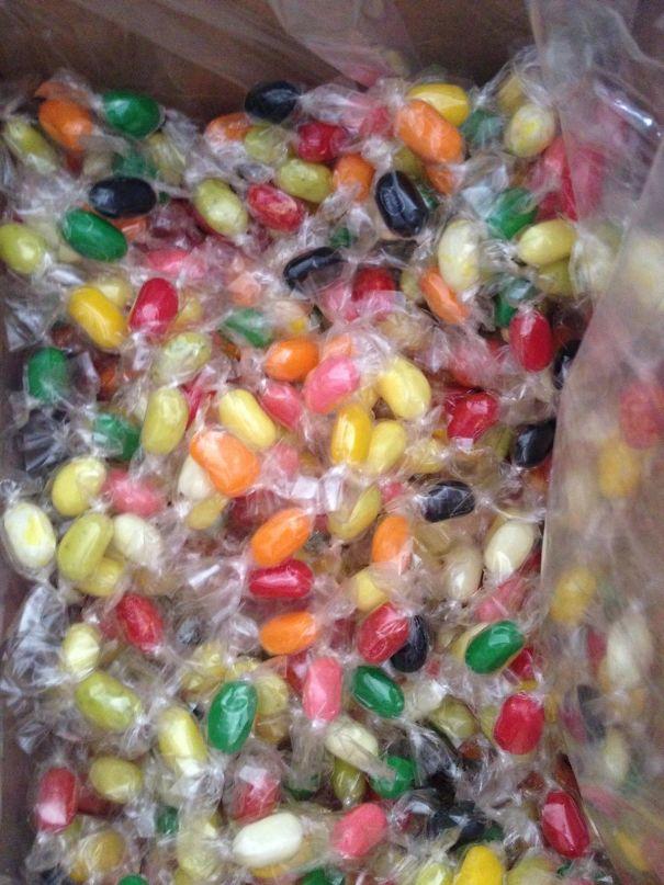 Caramelle gommose imballate singolarmente. (betterdayzahead)