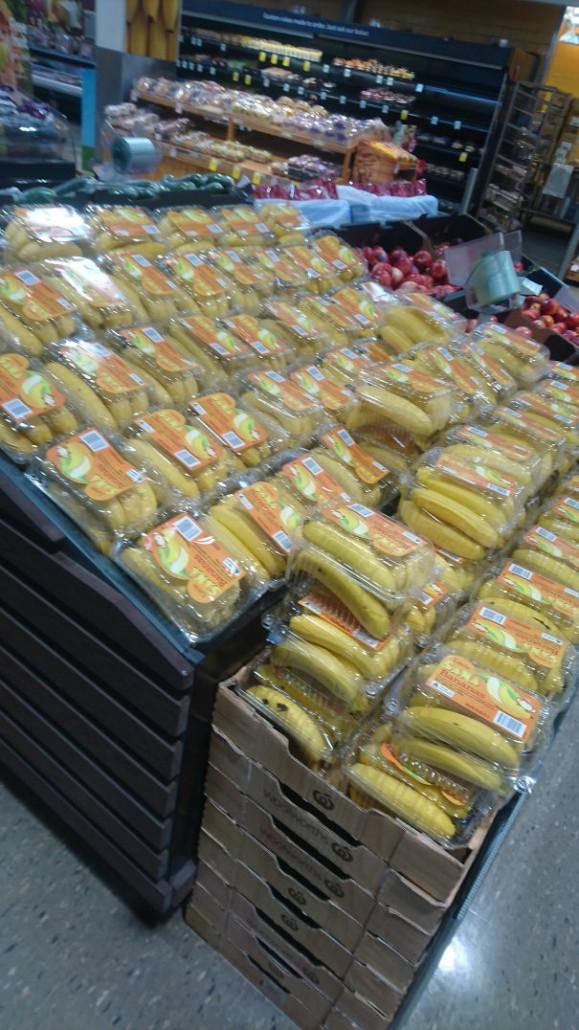 Altre banane in confezioni di plastica. (radioactivecowz)