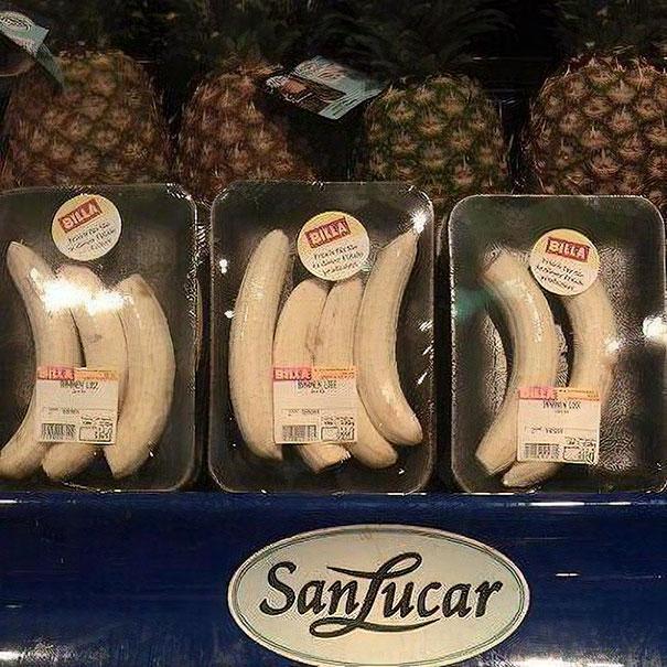 Stavolta banane già pelate in confezioni di plastica. (BILLA)