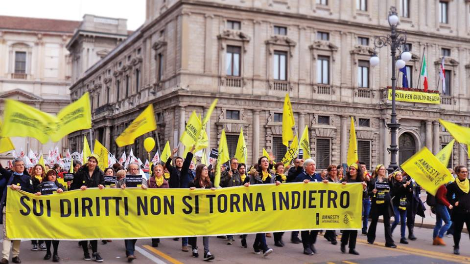 Foto tratta dalla pagina Facebook di Amnesty International Italia