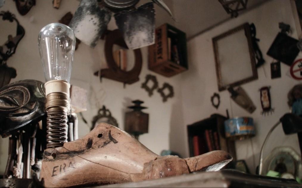 Dingi, nata come ferramenta, si è trasformata nel progetto Era, dove vengono recuperarti oggetti che non servono più donando loro nuova vita e trasformandoli in opere d'arte