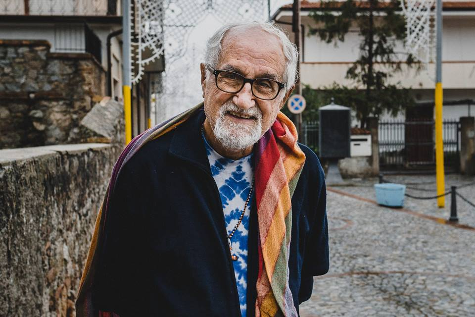 Padre Alex Zanotelli a Riace (Foto di Gianmarco Vetrano)