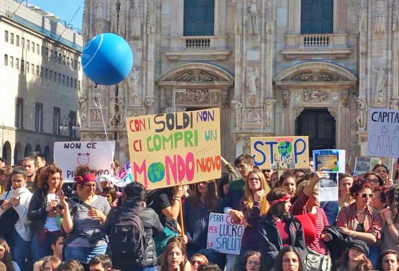 Lo sciopero del 15 marzo a Milano (Foto tratta dalla pagina di Fridays for Future Milano)