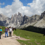 Camminare sulle Alpi con lentezza: cinque proposte per vivere la montagna