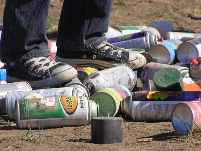raccolgono-differenziano-rifiuti-abbandonati-strada-esempio-due-giovani-moncalieri-3