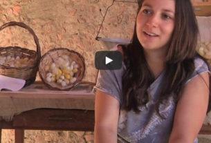 """Miriam Pugliese, una storia d'amore: """"Torno in Calabria per creare seta e futuro"""" – Io faccio così #257"""