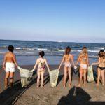 A dieci anni puliscono la spiaggia della riviera romagnola