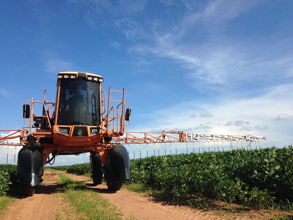 La frequente irrorazione di pesticidi è inevitabile secondo le logiche dell'agribusiness