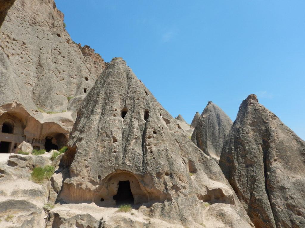 La cattedrale di Selime si districa tra un'infinità di cunicoli e stanze