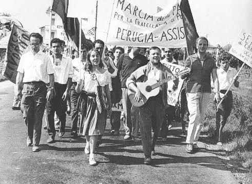 La 1ª marcia per la pace da Perugia ad Assisi nel 1961