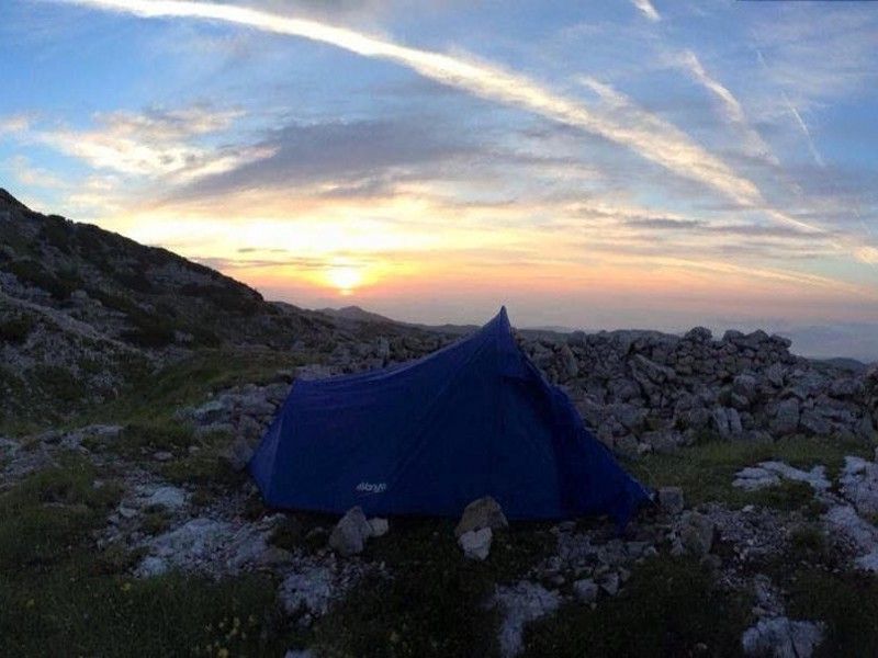 Accampamento in solitaria all'alba