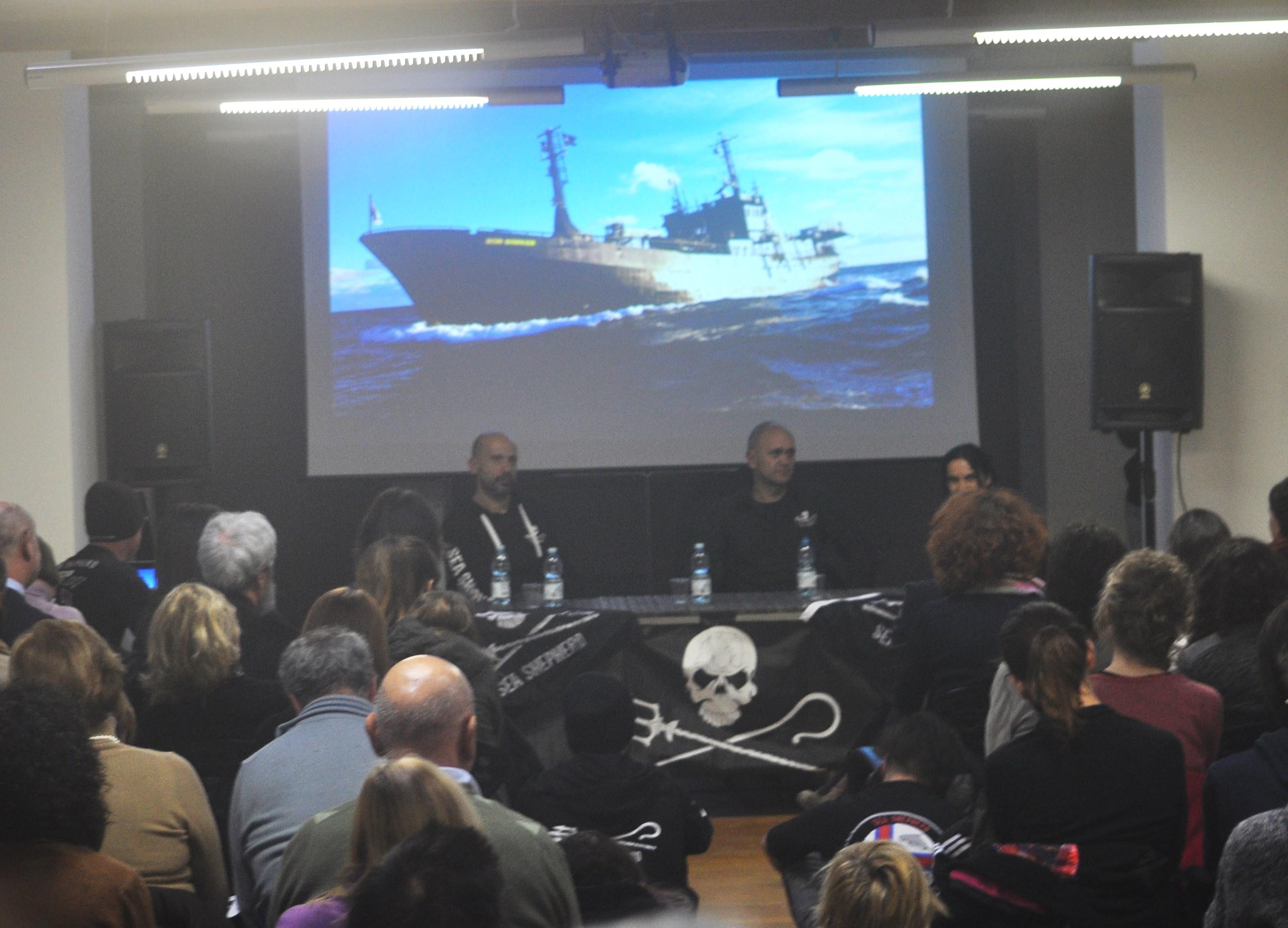 La conferenza tenuta da Sea Shepherd alla Marina Vento di Venezia sull'Isola della Certosa