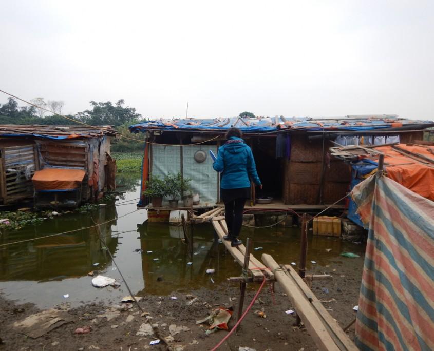 Le baraccopoli galleggianti dove vivono alcuni ragazzi di LP4Y