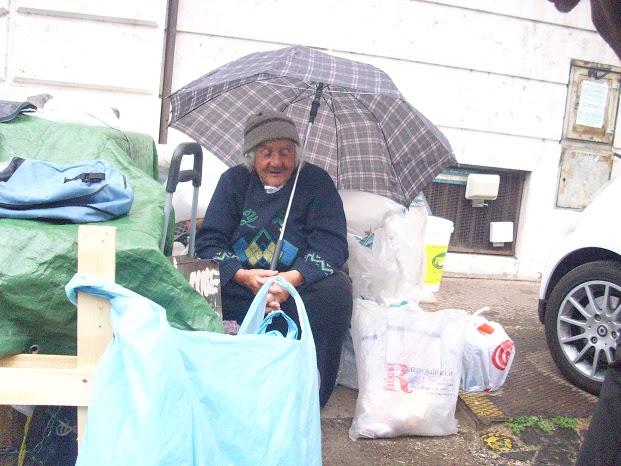 La cooperativa gestisce anche servizi emergenza sociale sia per anziani (domiciliari e un centro diurno) che per senza fissa dimora