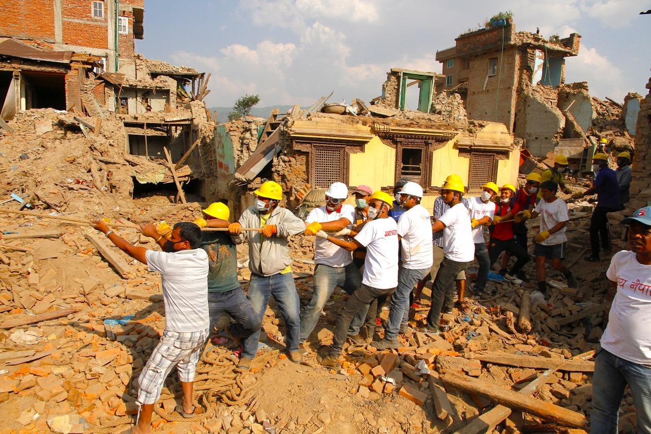 Demolizione con volontari