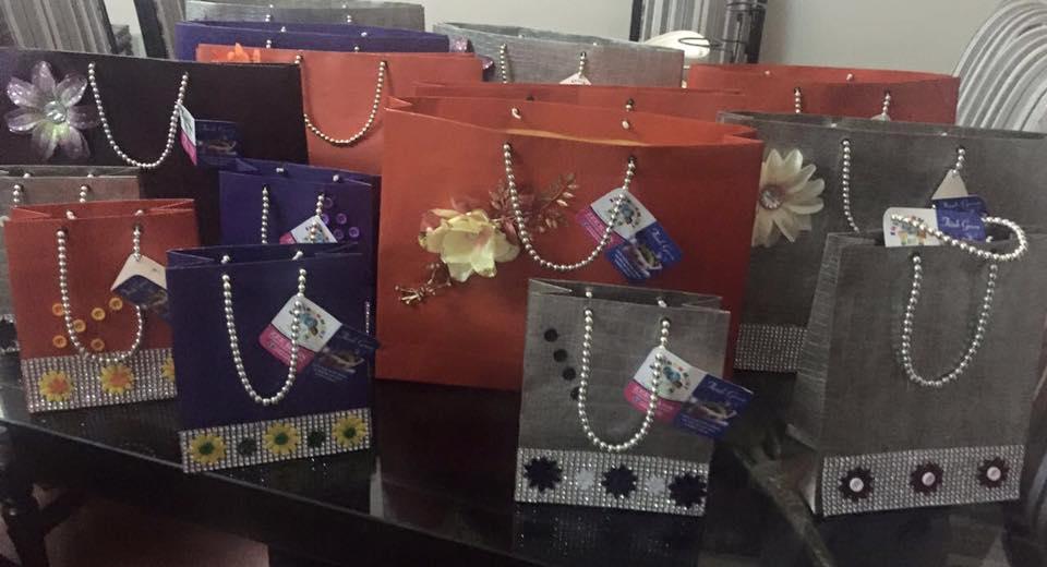 I sacchetti realizzati utilizzando carta di giornale (Foto di Zee Bags)