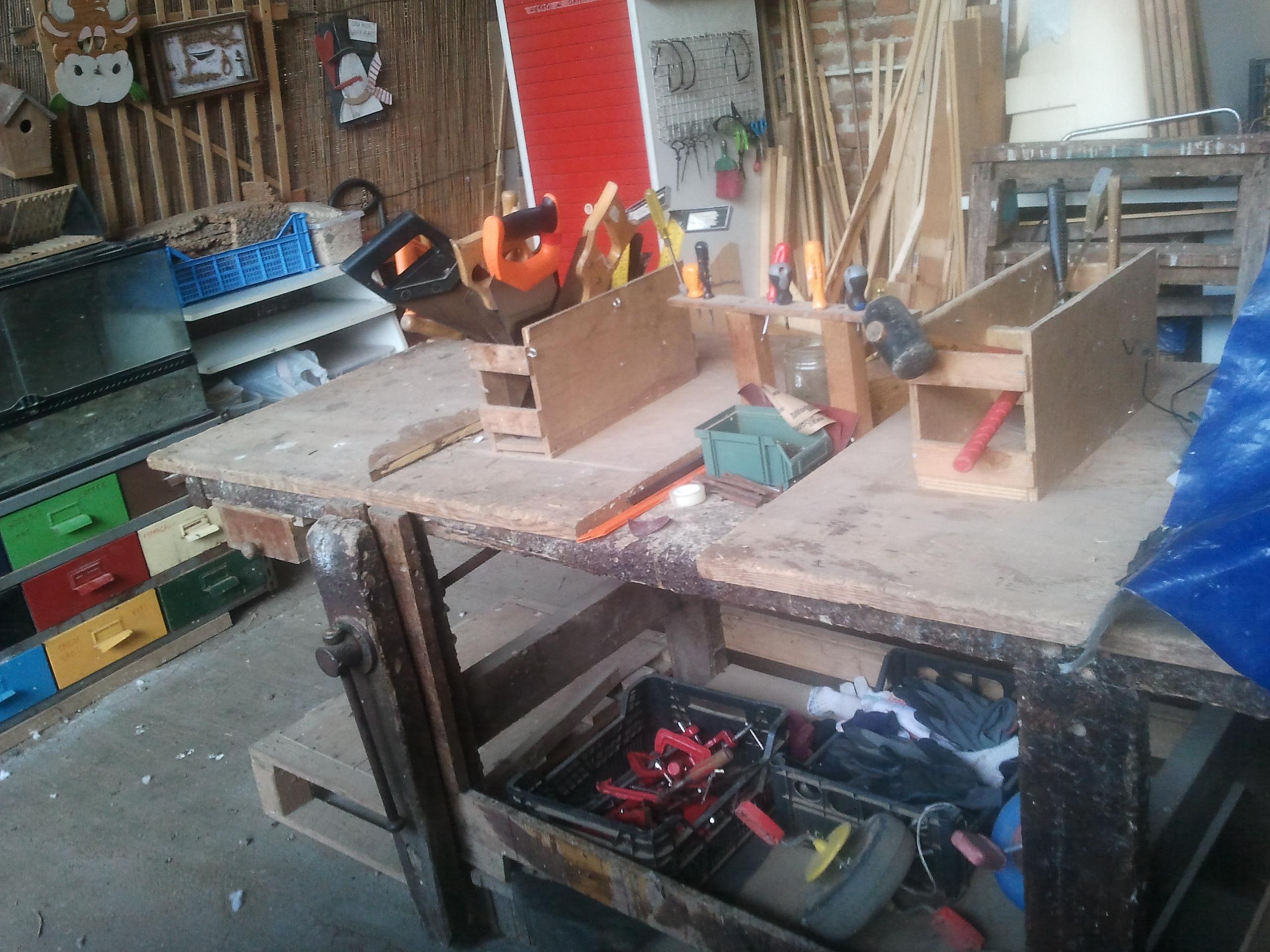 Nella falegnameria  i bambini mettono in pratica la geometria e la matematica