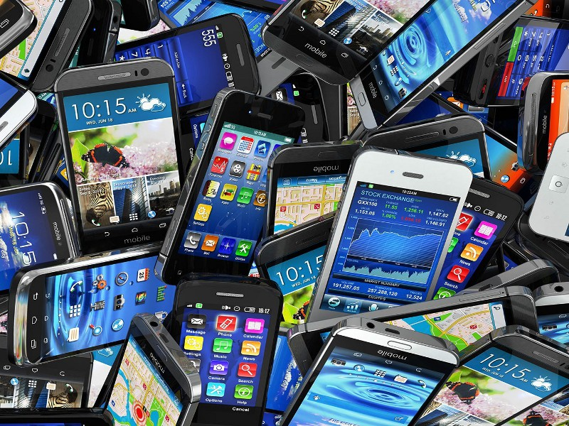 mobile-smartphones-pile-ss-1920
