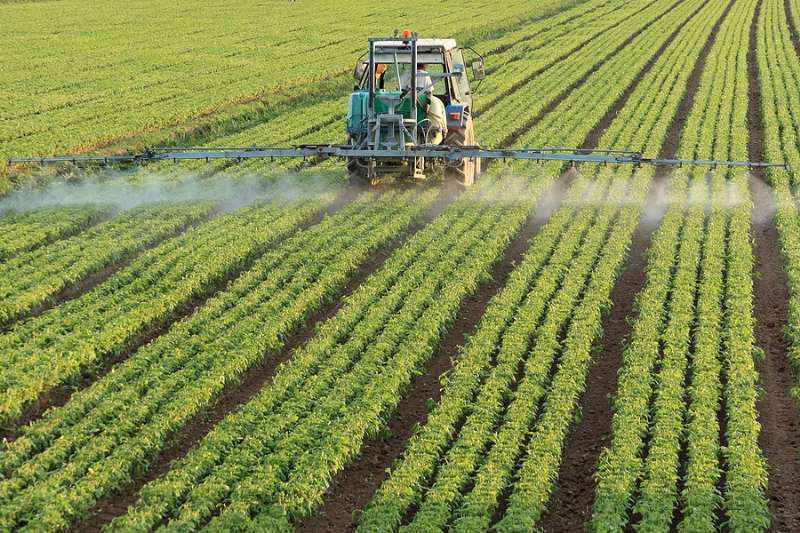 Tractor-spraying-pesticide-128Kb