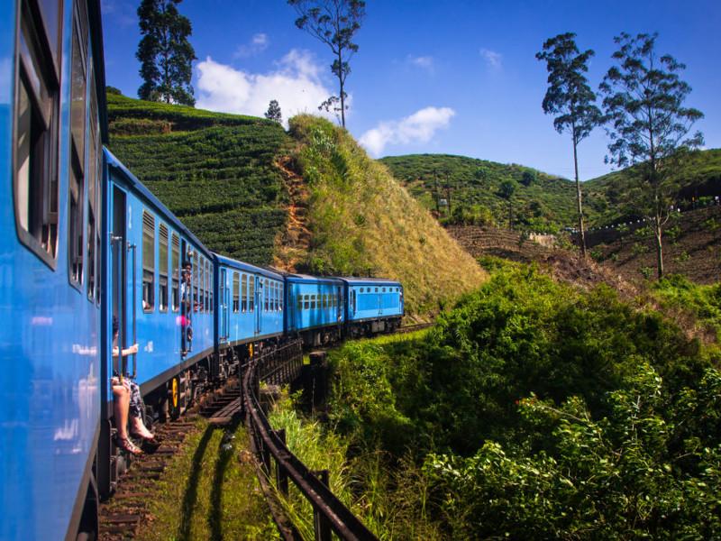 train-kandy-to-ella-kandy-sri-lanka-1024x683