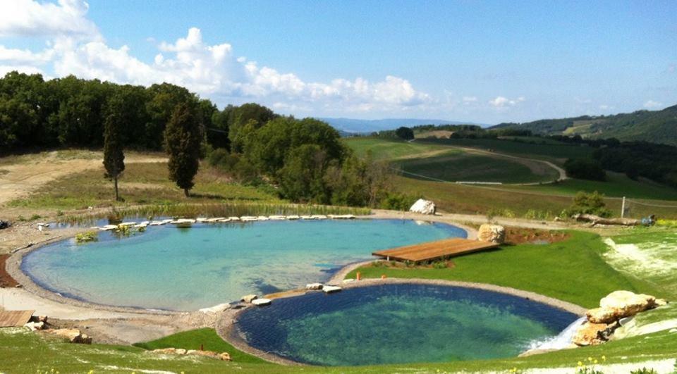 Il biolago del Podere Castellaccia a Volterra