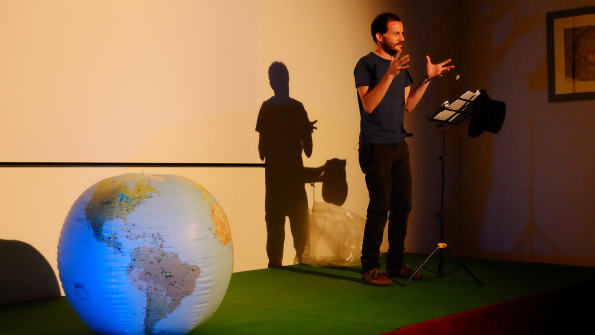 Fabrizio Stasia nella conferenza spettacolo Blue Revolution (Foto di Antonio Colucci)