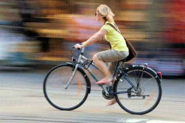 woman-biking_ktlxsx