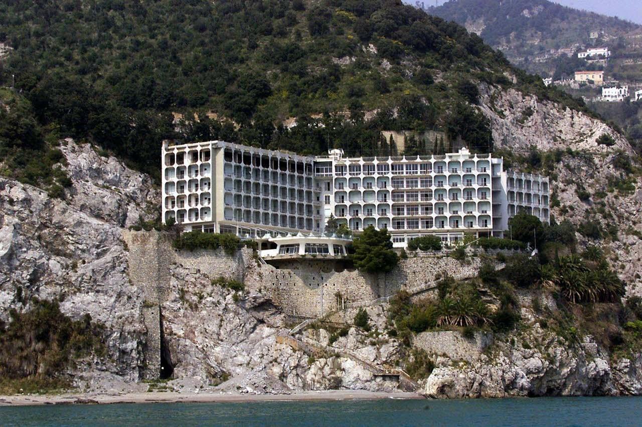 Ll'Hotel Fuenti a Vietri sul Mare: un ecomostro che è stato abbattuto